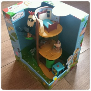 Benn and Holly Elf Tree Playset